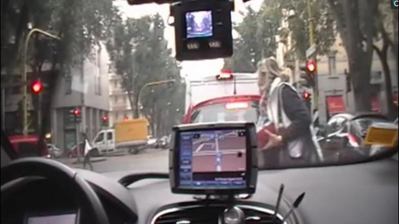 [Copertina] - Taxi, sale a bordo la telecamera