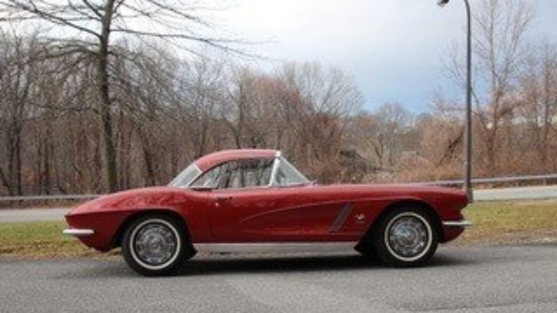 """[""""Striking 1962 Chevrolet Corvette To Be Auctioned""""]"""