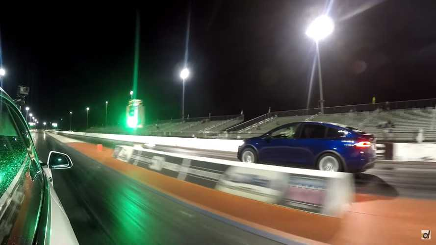 Tesla Model X Vs. Lamborghini Urus Drag Strip