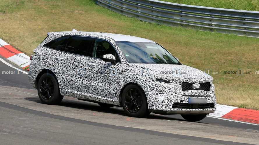 2021 Kia Sorento drops heavy camo at Nürburgring