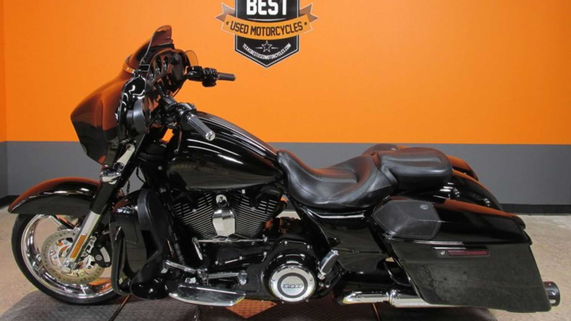 """[""""You Can Cruise Smoothly With A 2015 Harley-Davidson CVO Street Glide""""]"""