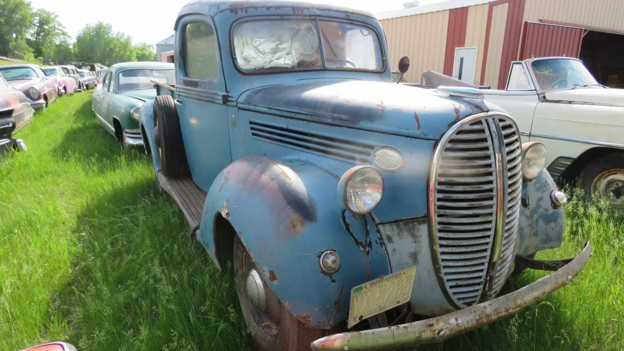 Massive Collection of Classic, Vintage Cars Up For Auction In MN
