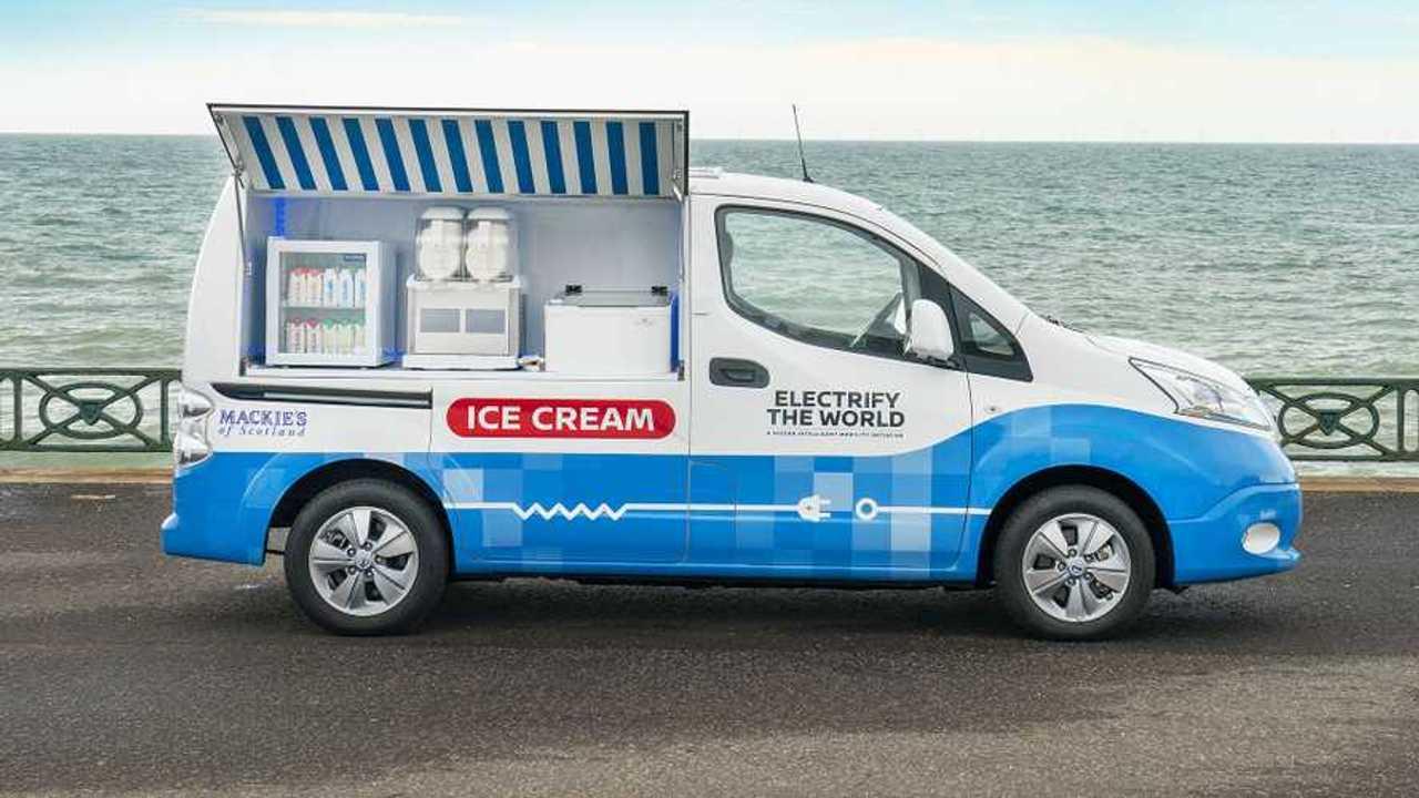 Nissan e-NV200 transformada en puesto de helados