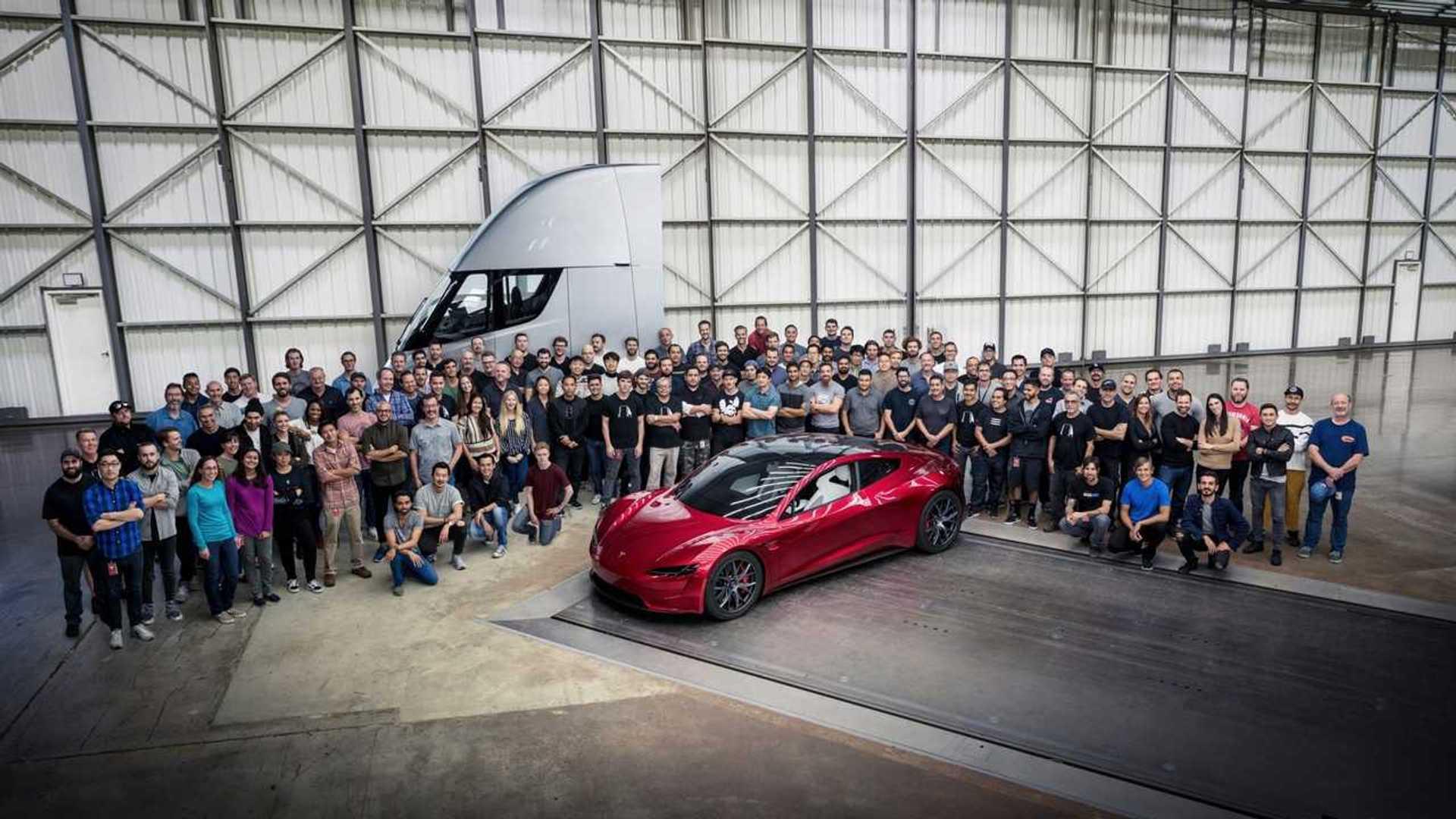 Tesla Roadster ve Yarı