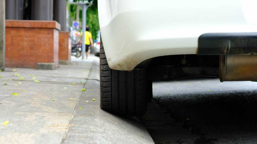 Pavement parking ban could displace thousands of cars, charity warns