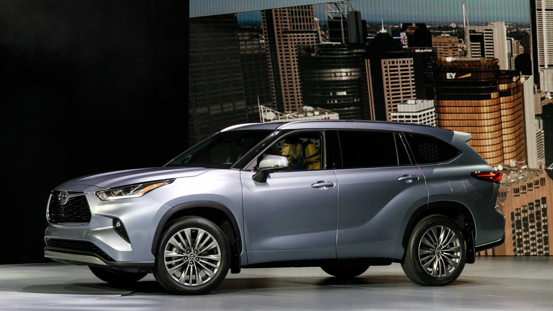 2020 Highlander Review.Video 2020 Toyota Highlander Is The Brand S Best Looking Yet