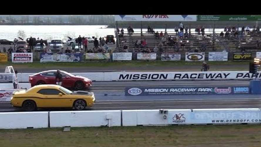 Watch Tesla Model S Drag Race Dodge Challenger SRT: Video