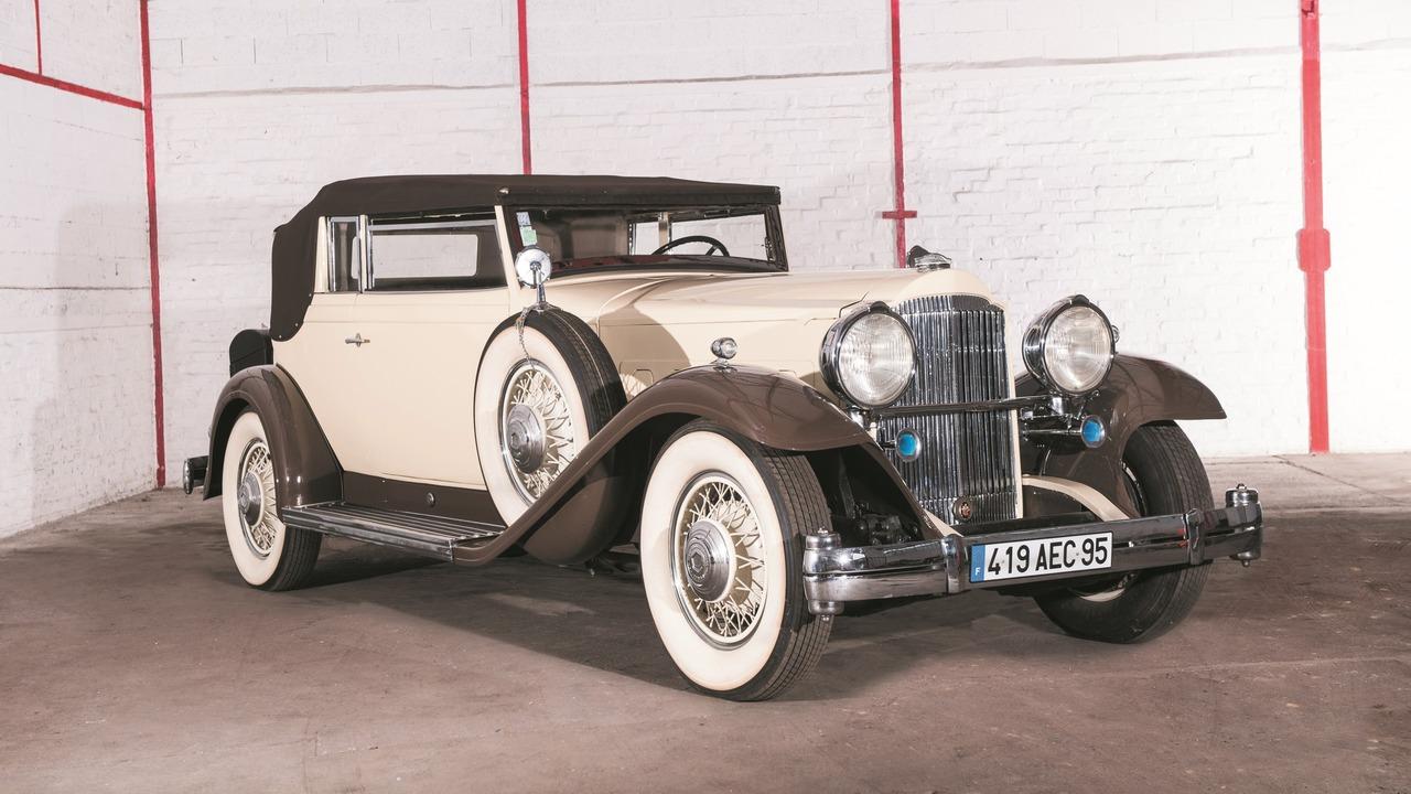 Lot 45 - 1932 Packard 904 dans le style Convertible Victoria par Rollston