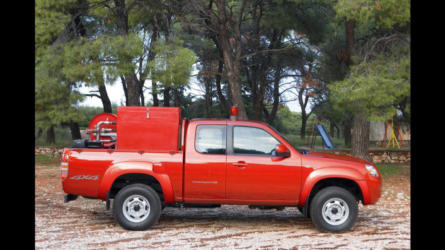 """Mazda BT-50 travestito da """"pompiere"""""""
