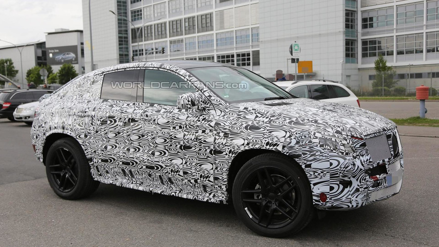Mercedes-Benz MLC returns in up close spy shots, including interior