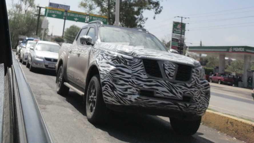 Flagra: Nissan Frontier 2021 já testa novo visual no México
