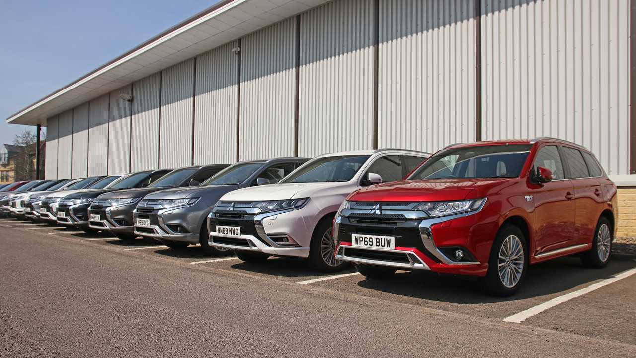 Mitsubishi supports Met police with Outlander PHEVs