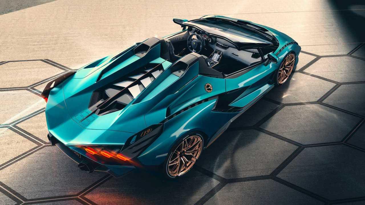 Lamborghini пообещала представить в 2021 году сразу две новинки с V12