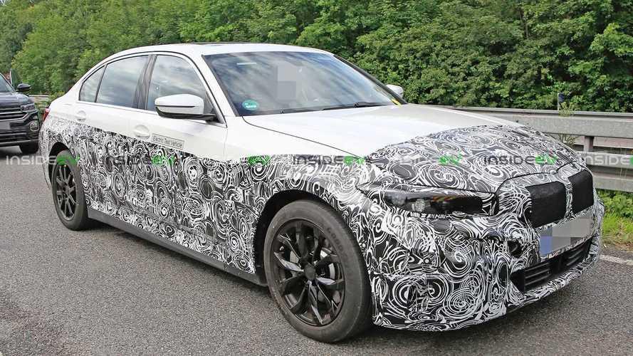 BMW fa all-in: anche la Serie 3 diventa elettrica: ecco le foto spia