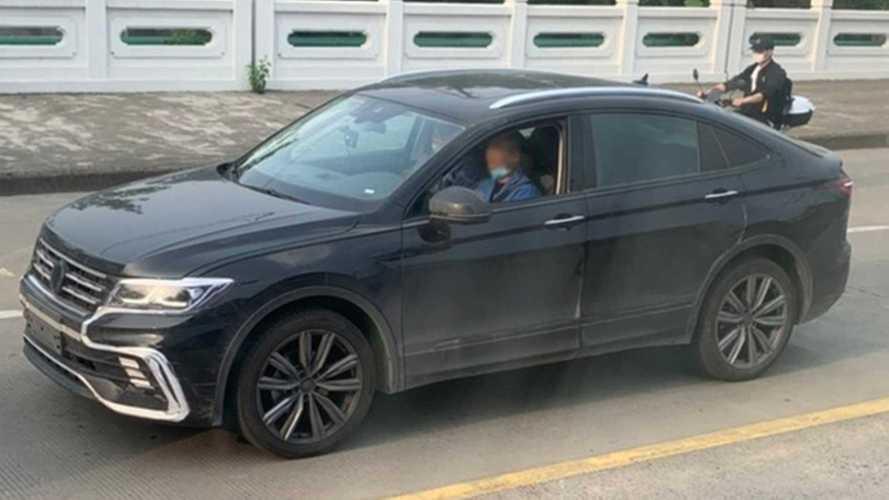 Flagra: VW Tiguan cupê perde camuflagem e roda pronto para estreia