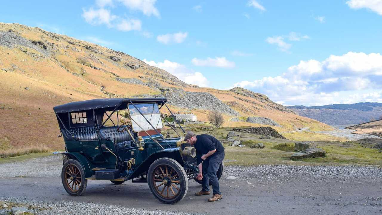 How difficult is it to drive a vintage car?