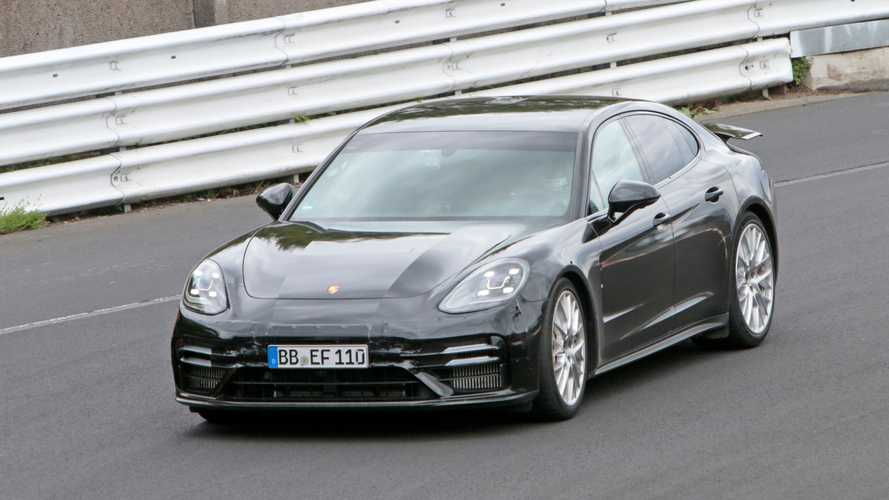 Rekorddöntést kísérelhetett meg a Porsche a Nürburgringen a frissített Panamera Turbóval