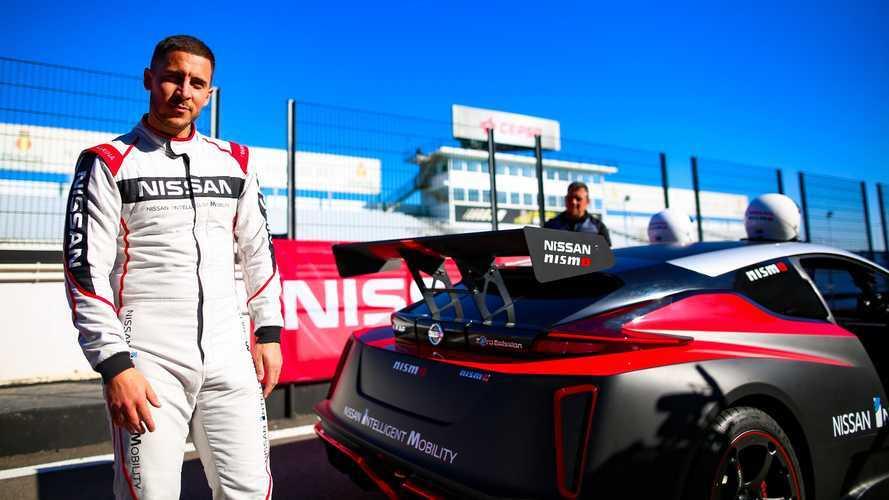 Eden Hazard (Real Madrid) prueba los coches eléctricos de Nissan