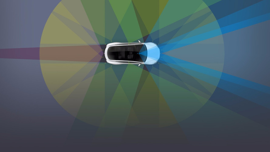 Tesla monte d'un cran vers la conduite autonome