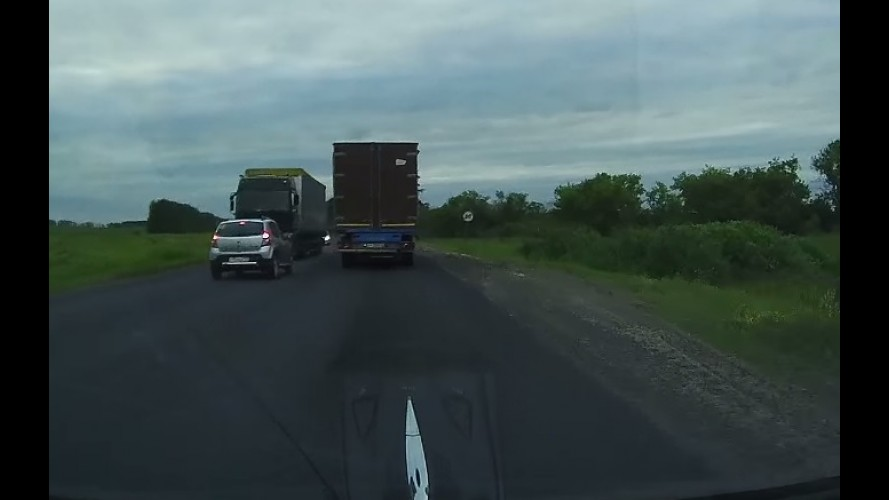 Vídeo: motorista de Sandero escapa da morte por muito pouco na Rússia