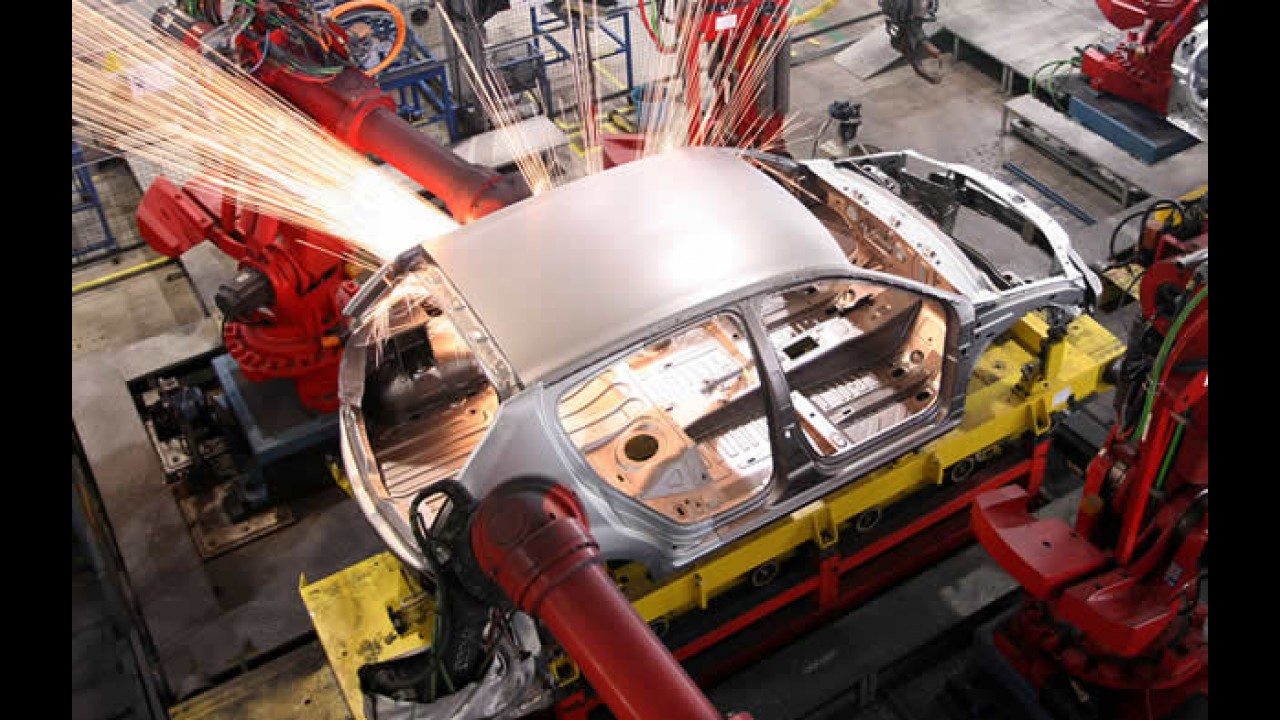 Coluna Alta Roda: Reclamar para quem? Chevrolet Sonic pode ser lançado no Brasil