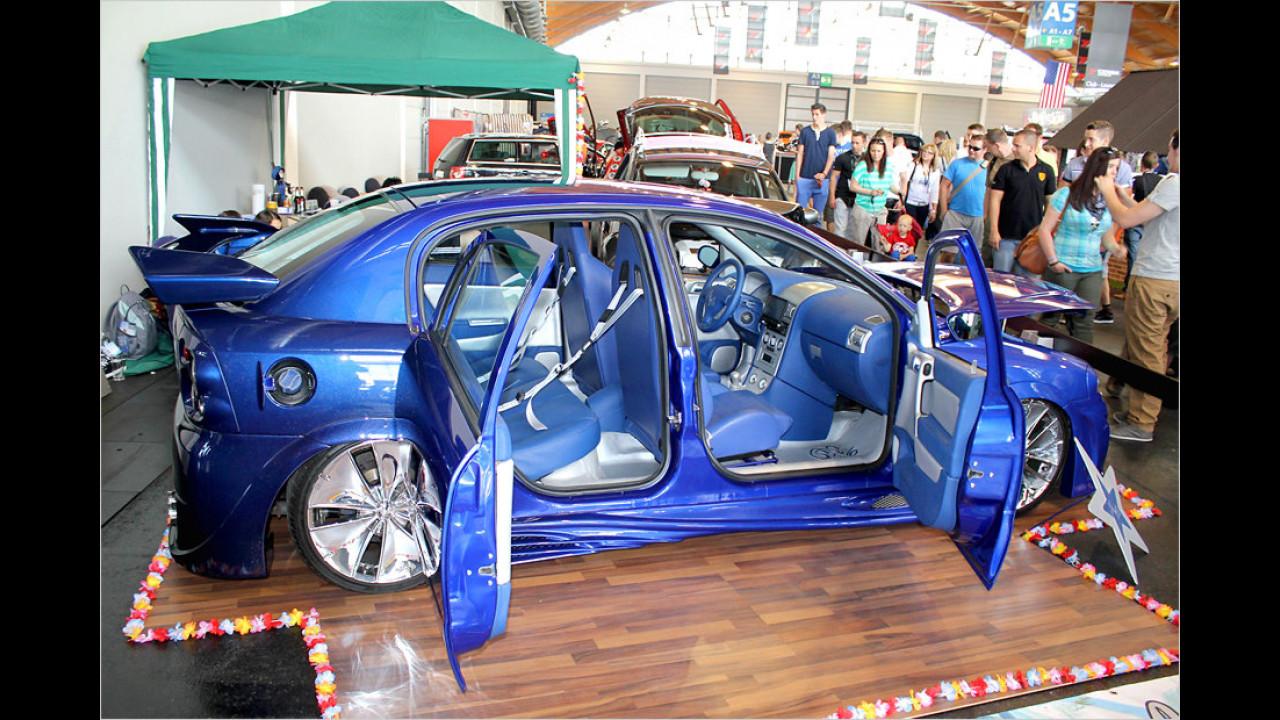 Mach auf das Tor: Einen neuen Trend beim Türen-Tuning lässt dieser Opel erkennen