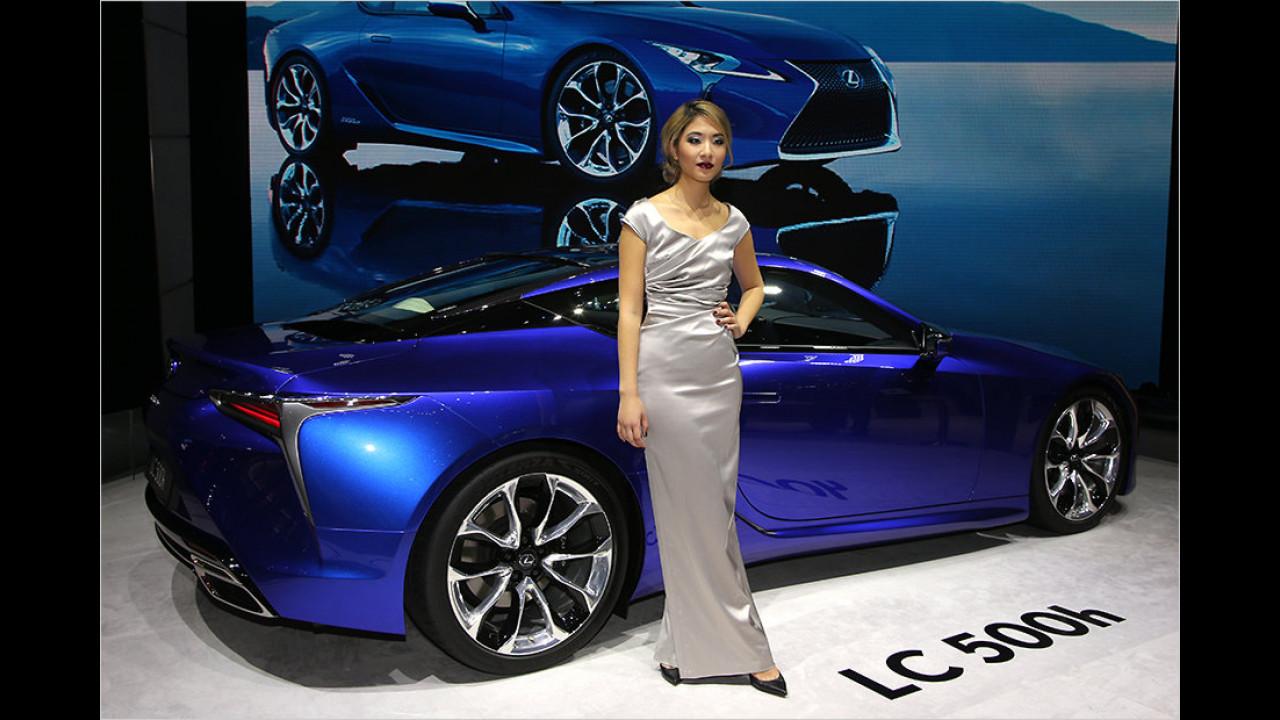Lexus hat zwei schicke Blickfänge dabei. Einer davon ist der LC 500h.