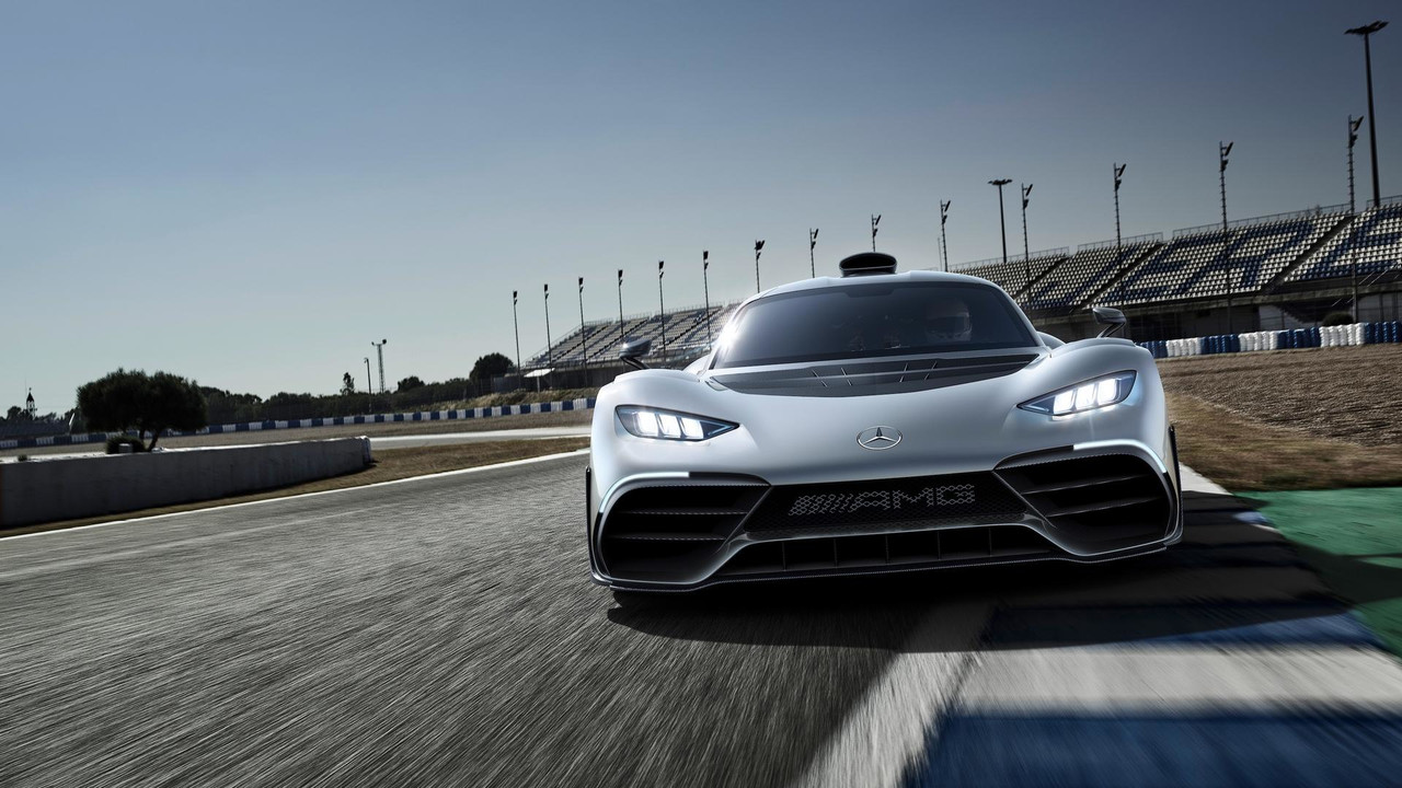 hyperfight: mercedes-amg project one vs. aston martin valkyrie