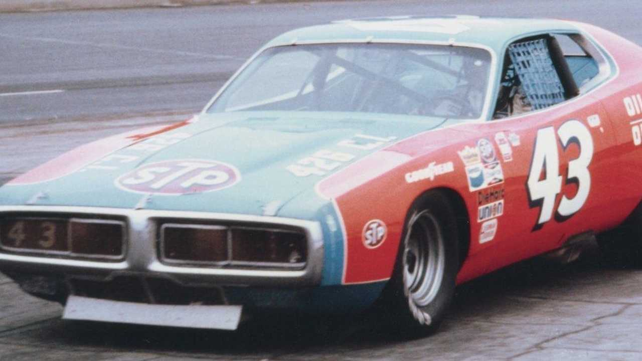 NASCAR legend Richard Petty to sell title-winning cars in May