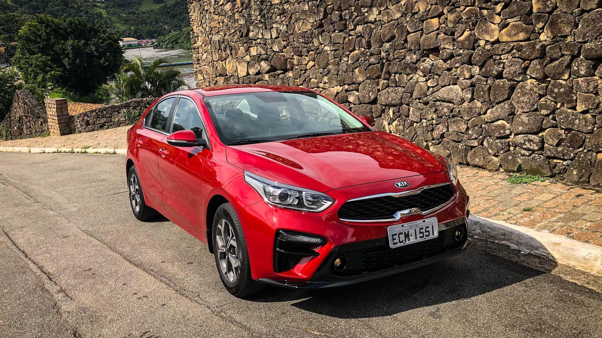 Teste: Novo Kia Cerato 2.0 é alternativa séria a Corolla e Civic?