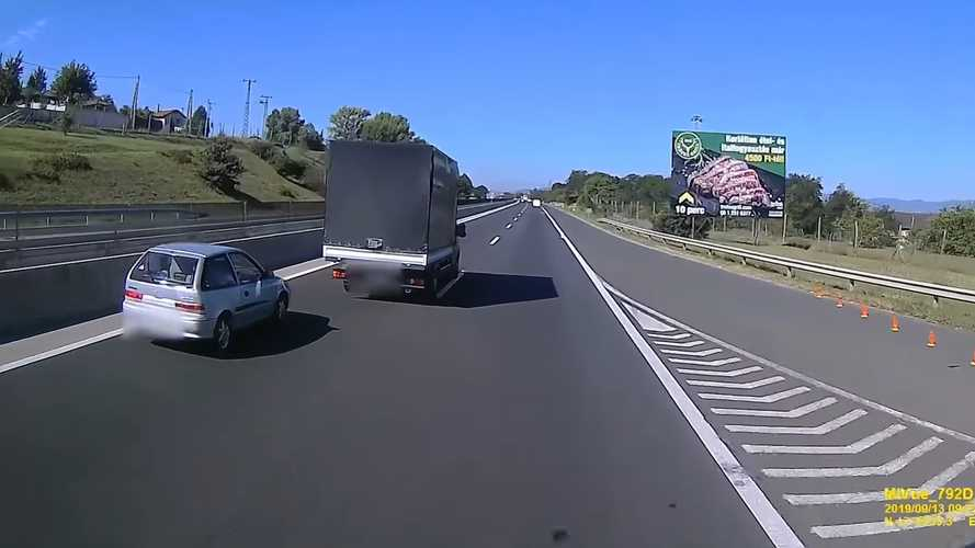 Videó: Borzalmas izmozást mutatott be az M3-ason egy Suzuki a teherautó ellen