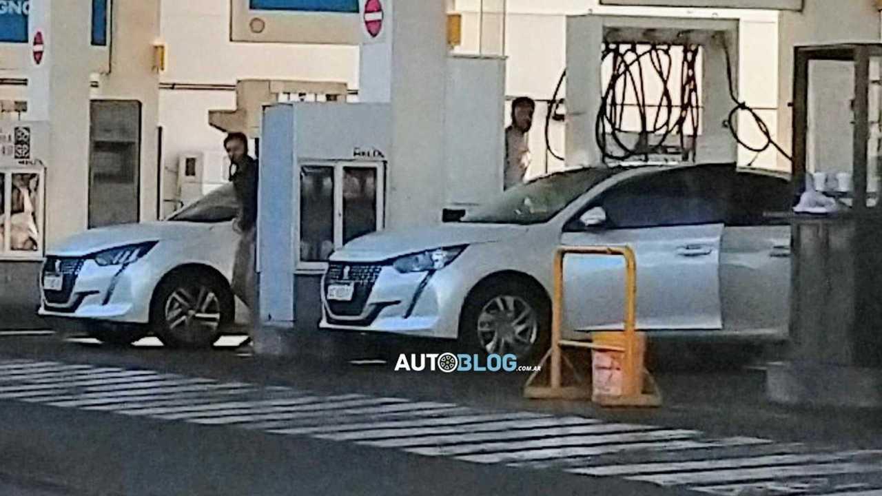 Peugeot 208 Allure - Flagra na Argentina