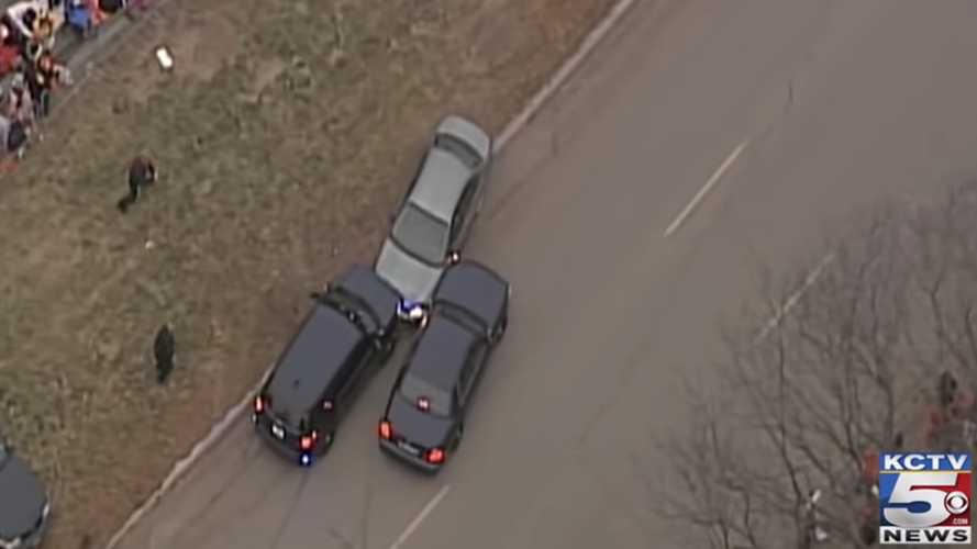 Cops End Dramatic Car Chase Along Chiefs Super Bowl Parade Route