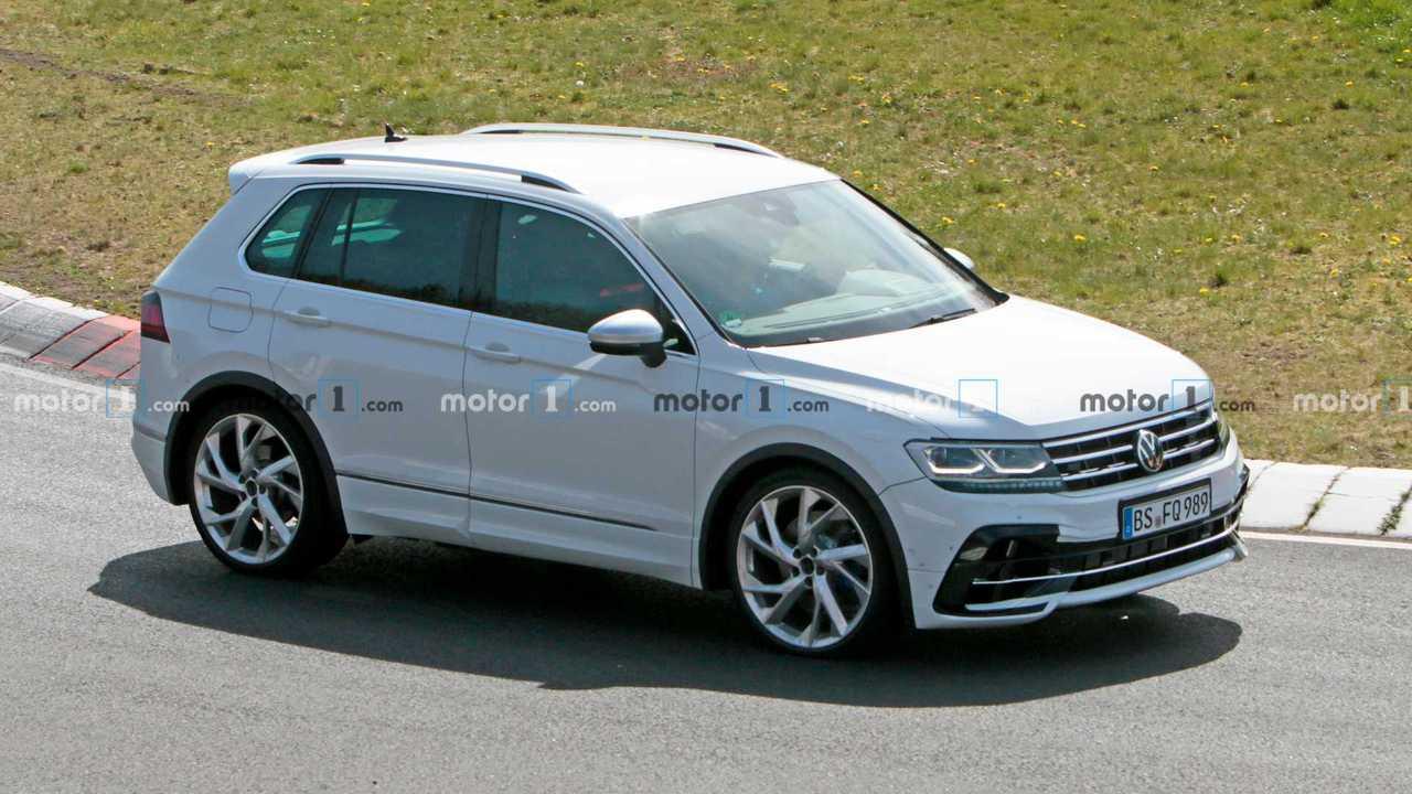 Volkswagen Tiguan R, le foto spia al Nurburgring