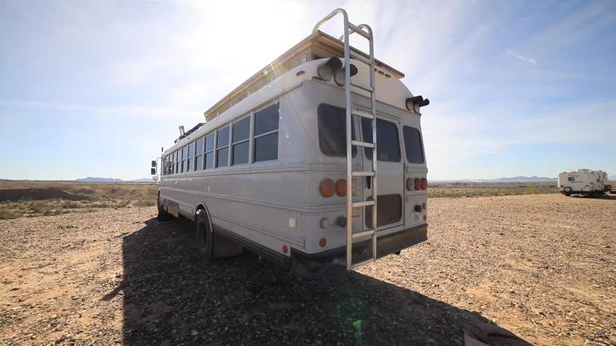 Autobús escolar convertido en camper