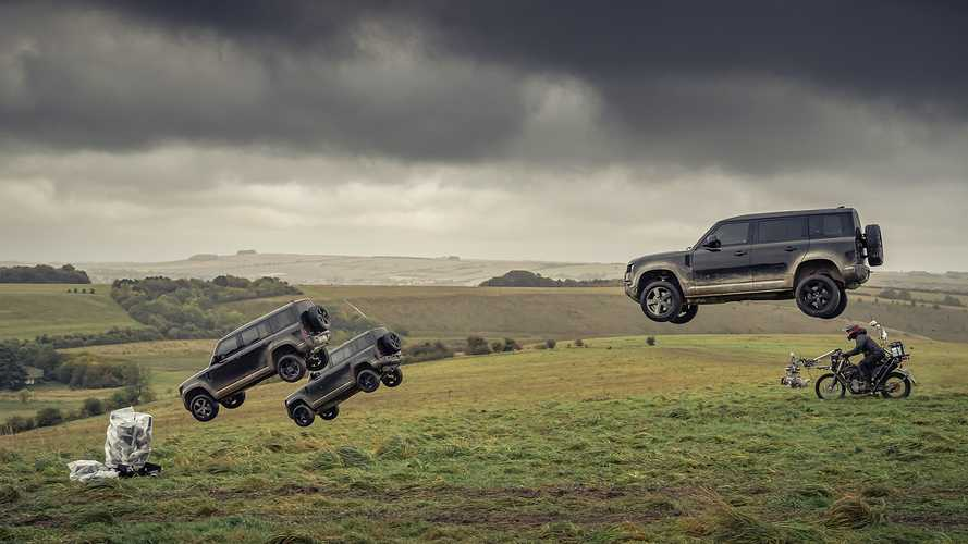 Land Rover Defender (2020) Flying at James Bond Movie