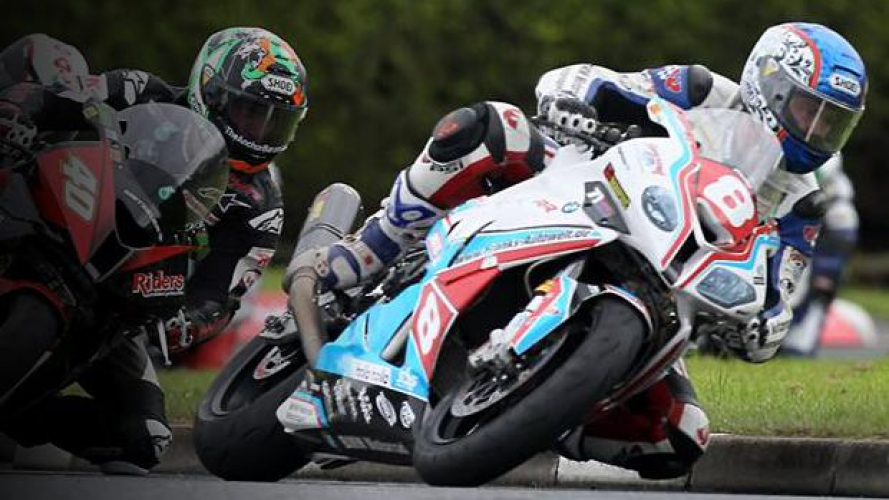 Simon Andrews ha perso la vita dopo l'incidente di sabato alla North West 200 - VIDEO