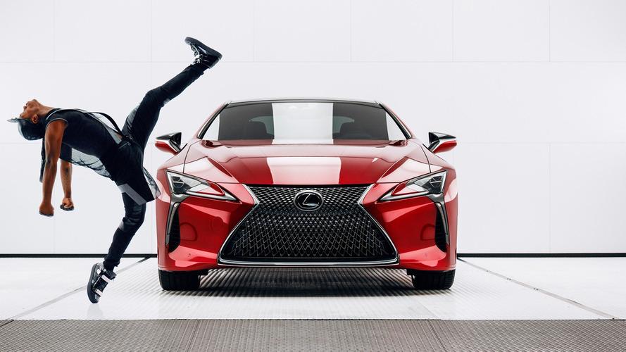 Lexus'un Super Bowl reklamında LC 500 tanıtıldı