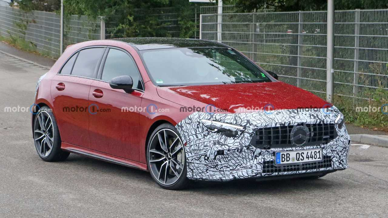 Mercedes A 35 AMG restyling, le foto spia