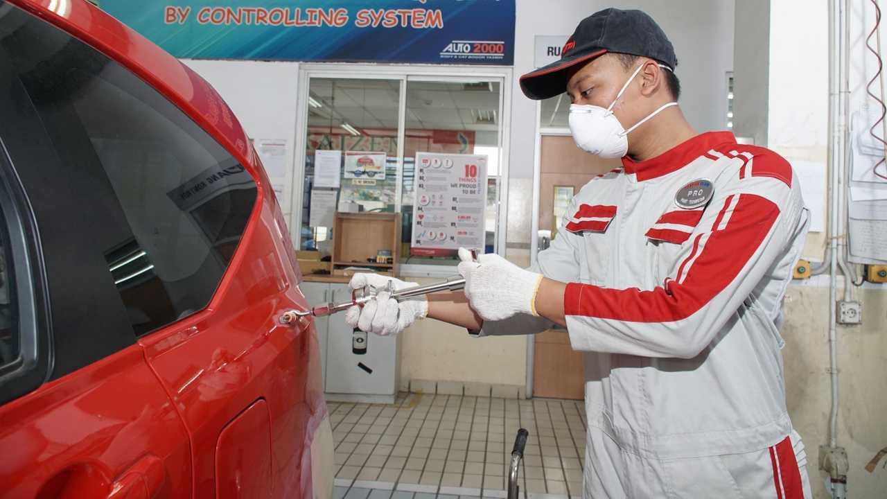 Auto2000 berikan layanan perbaikan bodi dan cat.