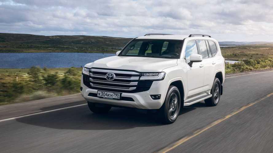 Покупателям нового Toyota Land Cruiser придется ждать 4 года