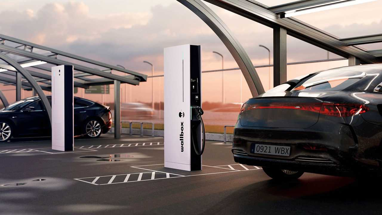Wallbox Hypernova, la nuova colonnina a 350 kW