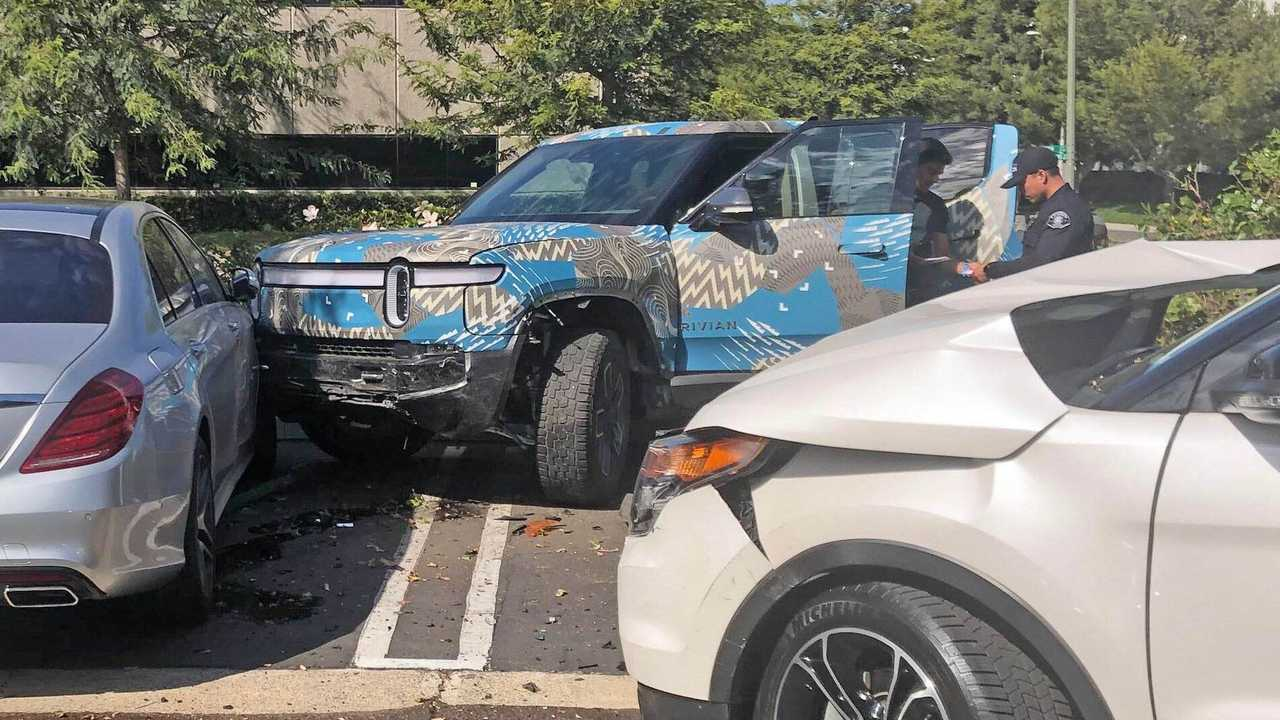 First Rivian R1T Crashes Into Two Other Cars (source: rivianforums.com)