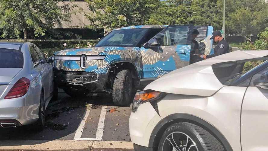 Alig dobták piacra az új Rivian elektromos pickupot, máris megtörtek egyet