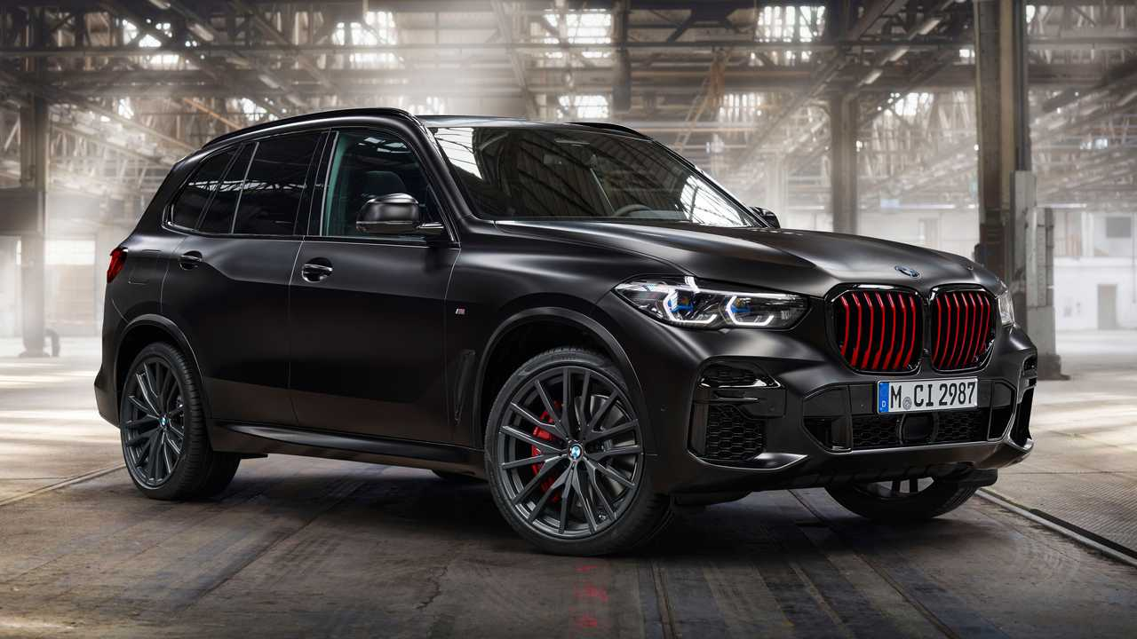 BMW hadirkan model X5 Black Vermilion spesial.