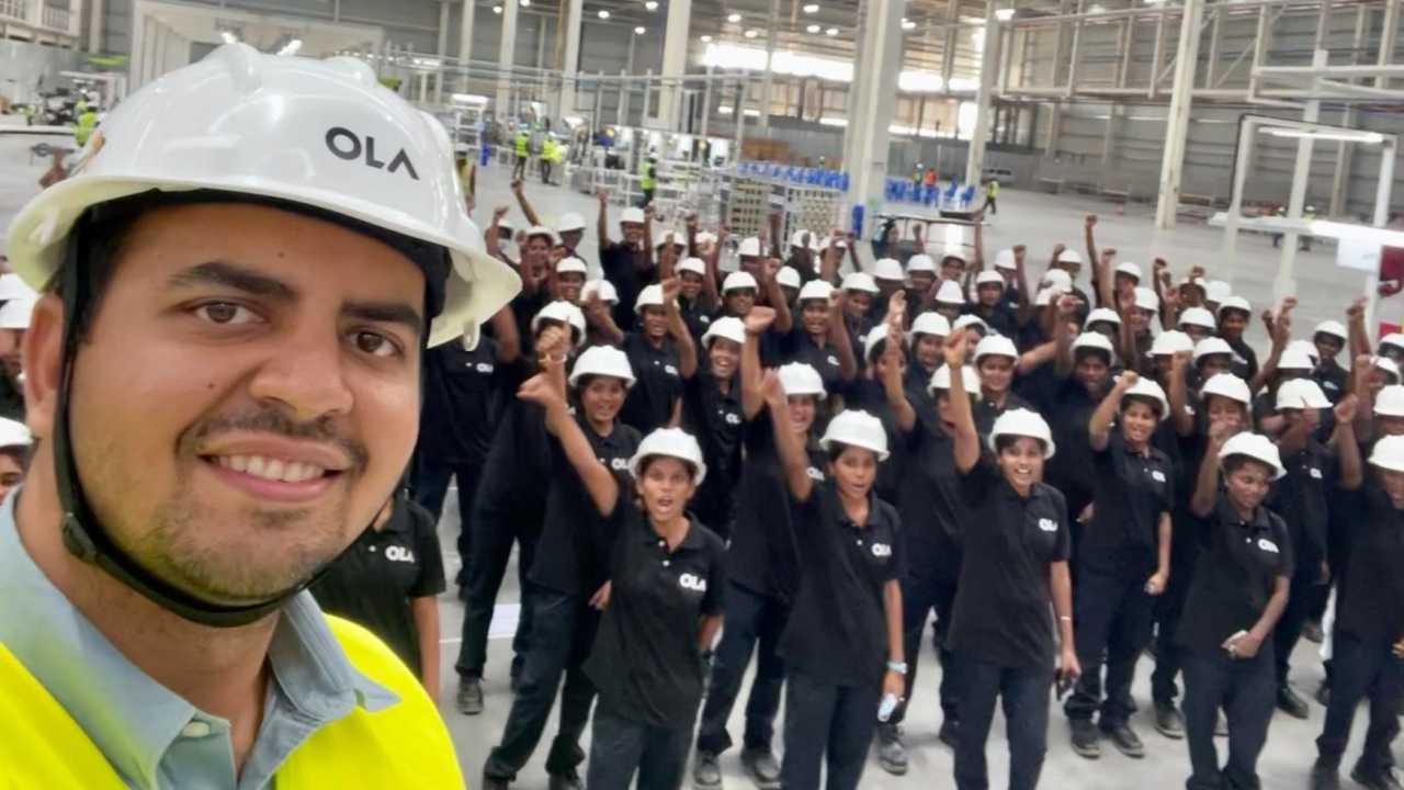 La foto pubblicata dal ceo con le lavoratrici