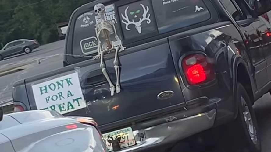Egy Ford Pickup tulajdonosának őrült halloweeni dekoráció pattant ki a fejéből