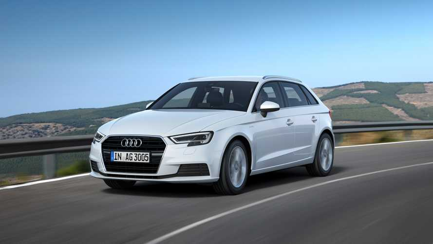 Три модели Audi отзывают из-за фонарей заднего хода и фаркопа