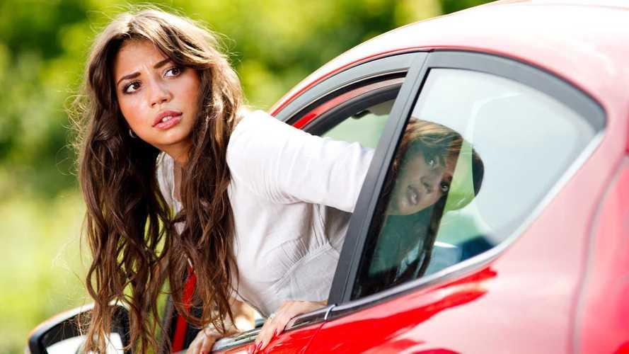 Kadınlar trafikte erkeklerden daha dikkatli