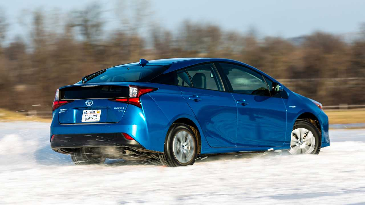2019 toyota prius awd e first drive can a prius be fun. Black Bedroom Furniture Sets. Home Design Ideas